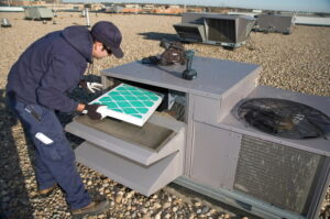 Inspecting-roof-top-unit